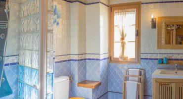 panorama-casa-rural-las-herencias-baño